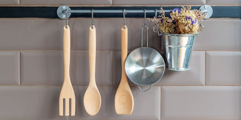 Living in an apartment doesn't have to be a bland experience. You can still spice up your kitchen and get your deposit back. Here are some kitchen decor ideas to help get you started!